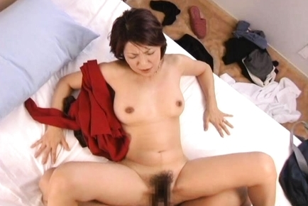 Kyoko Pretty Japanese babe gives hot sex