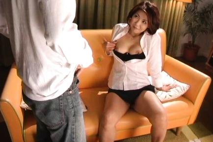 Kyoko Japanese mature babe shows her big tits