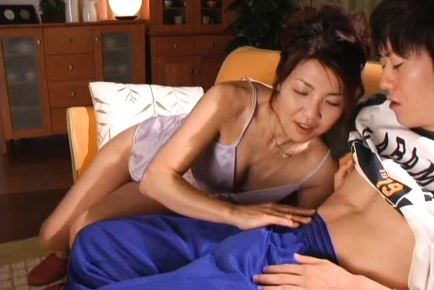 Kyoko Lovely Japanese mature chick is a hottie