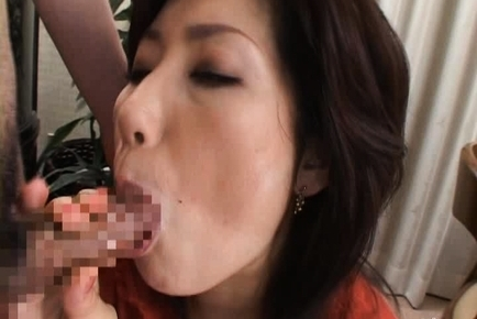 Aya Japanese mature chick gives head