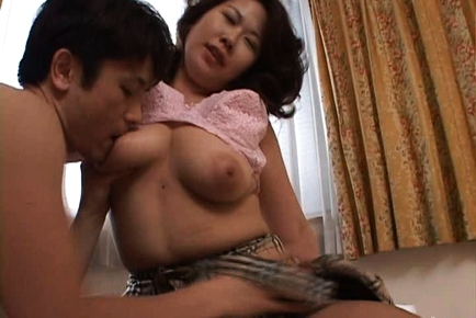 Hiromi Japanese mature babe is busty and sexy