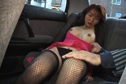 Maria Yuki Mature Asian babe has sex in a car