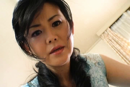 Maika Asai Japanese mature chick masturbating