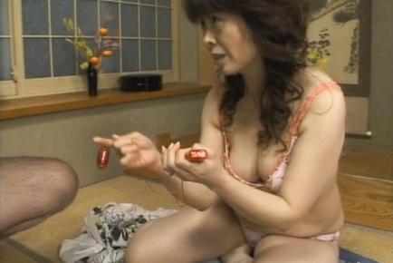 Hitomi Kurosaki Sweet mature Asian lady