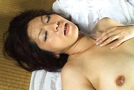 Chisato Shouda Asian mature babe gets it doggy style