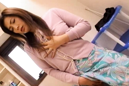 Amazing Japanese mature woman is masturbated