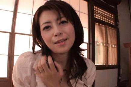 Maki Houjo Japanese beauty is a lovely housewife