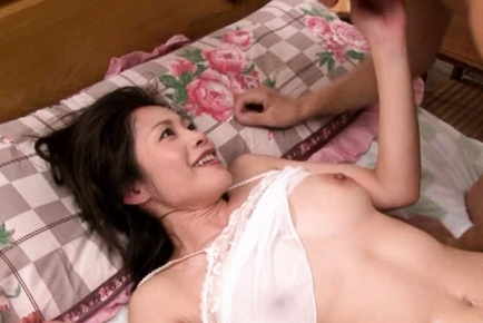 Maki Tomoda Asian doll enjoys hot sex