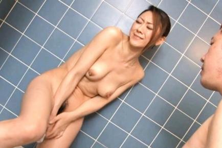 Ruri Hayami Japanese mature lady enjoys hot sex
