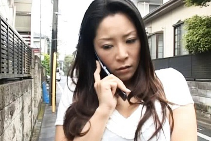 Ayane Asakura Mature Japanese woman gets a facial