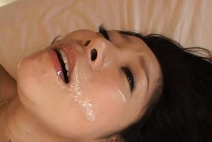 Ayane Asakura Mature Japanese woman gets a facial