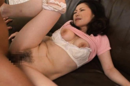 Maya Sawamura Mature Japanese babe gets a facial
