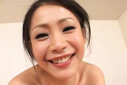 Maki Tomada Sweet mature Asian lady gives a blowjob
