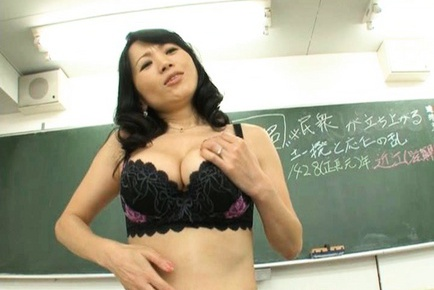 Natsumi Kitahara Asian MILF likes crazy sex