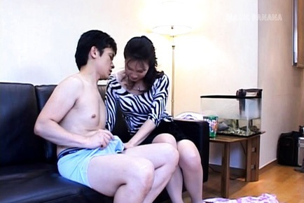 Runa Akasaka Mature Asian lady gives a blowjob