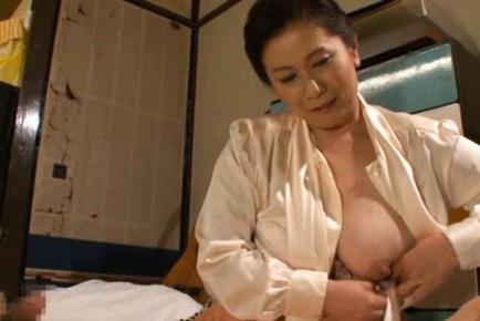 Kinky Chizuru Iwasaki hot fucking action