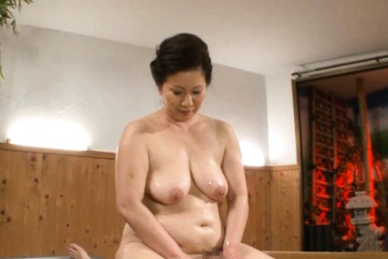 Sultry Mature Babe Chizuru Iwasaki Rides A Young Dick