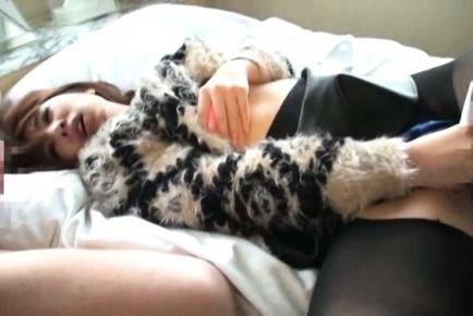 Misa Yuki uses vibrator to reach hot orgasm