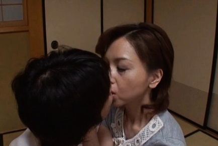 Charming mature babe Kumi Kanzaki licks body and sucks