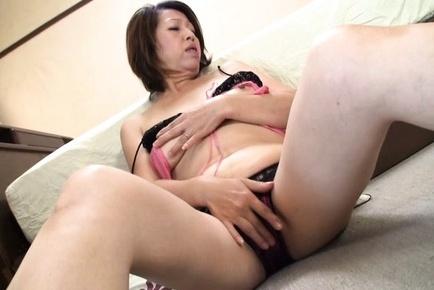 Horny Japanese AV mature model rubs her naughy pussy