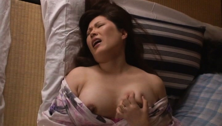 Strong finger fucking solo by steamy Reiko Shimura